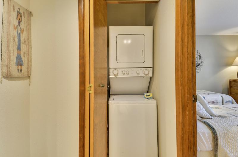 Bed,Bedroom,Furniture,Fridge,Refrigerator