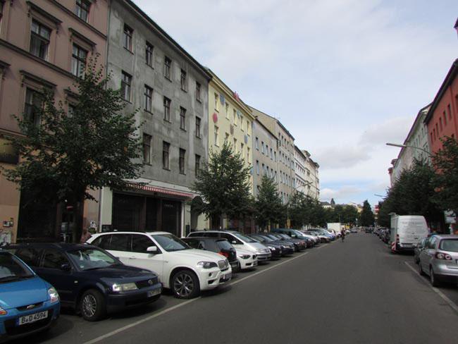 Dresdener Straße avec vue sur Oranienplatz