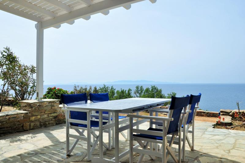 Villa by the sea in Tinos (2bdr) - Stavros Bay, holiday rental in Tinos Town