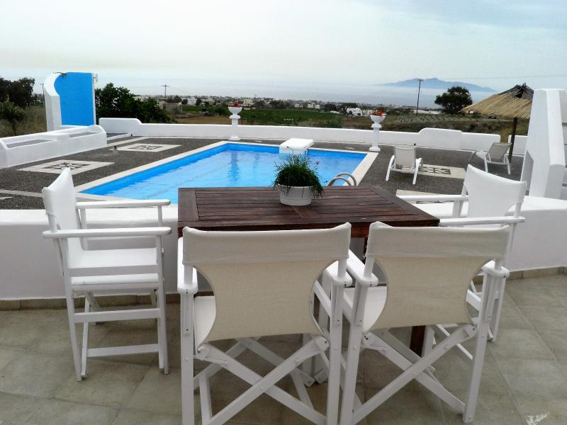 Santorini Traditional Suites ATLANTIS Suite, holiday rental in Mesaria
