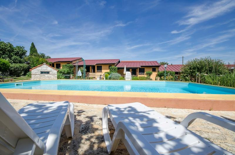Country Club Bungalows with Pool (BGW2), vacation rental in Golas