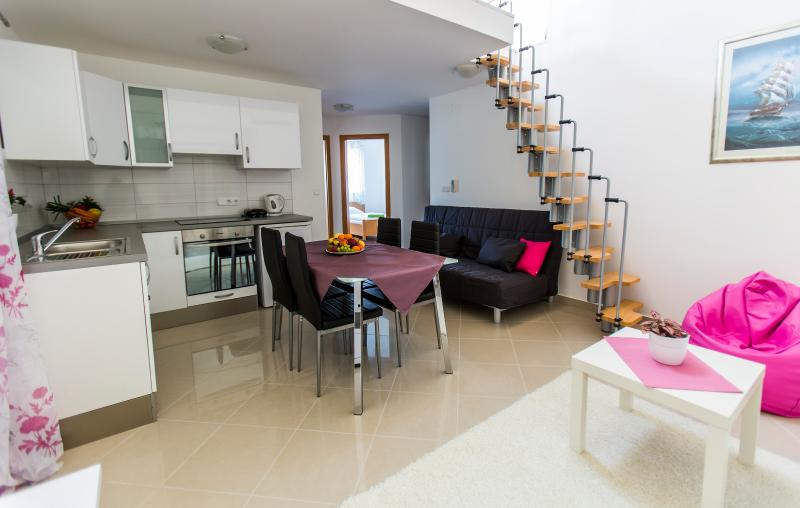 Apartment with Sea View (200m from beach), holiday rental in Fazana