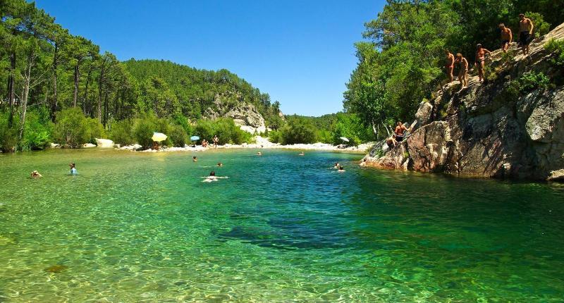 villa de charme et ses piscines naturelles, location de vacances à Ventiseri
