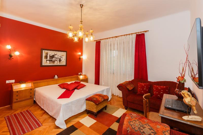 'NEW' Big Apartment near Split, location de vacances à Kastela