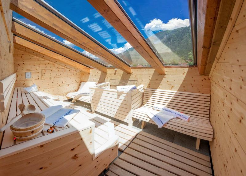 Rubin: Deluxe apartment on 2 levels, outdoor sauna and roof terrace for up to 9 people