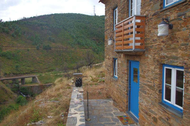 Casas do Sinhel - Casa da Adega, holiday rental in Portela do Fojo