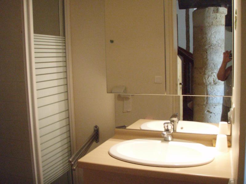 salle de douche et wc au rch