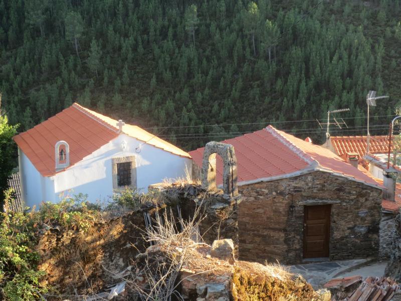 Casas do Sinhel - Casa da Capela, holiday rental in Portela do Fojo