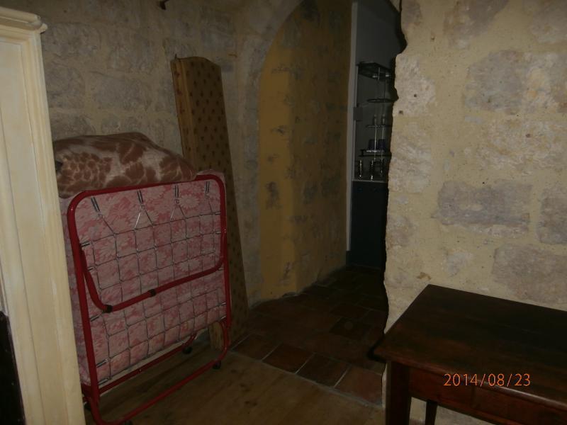 1 er etage dans 2e chambre lit appoint et accès aux lavabo et salles de douches au nbre de 2 et 2 wc