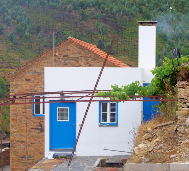 Casas do Sinhel - Casa Relva da Mó, holiday rental in Portela do Fojo