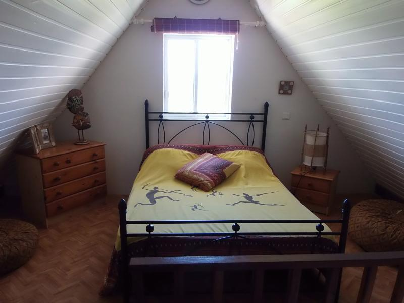 BUNGALOW AVEC TERRASSE ET VUE SUR LE LAGON (Base 2 personnes), holiday rental in Moorea