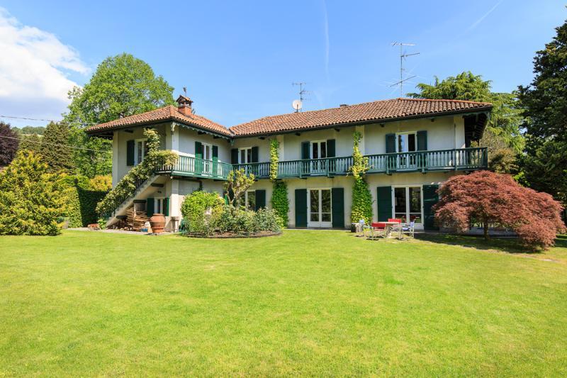 Villa Ida, Lesa Lago Maggiore - NORTHITALY Villas Affitti