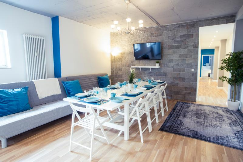 Heval's 5-Room Grand Apartment, holiday rental in Mahlow