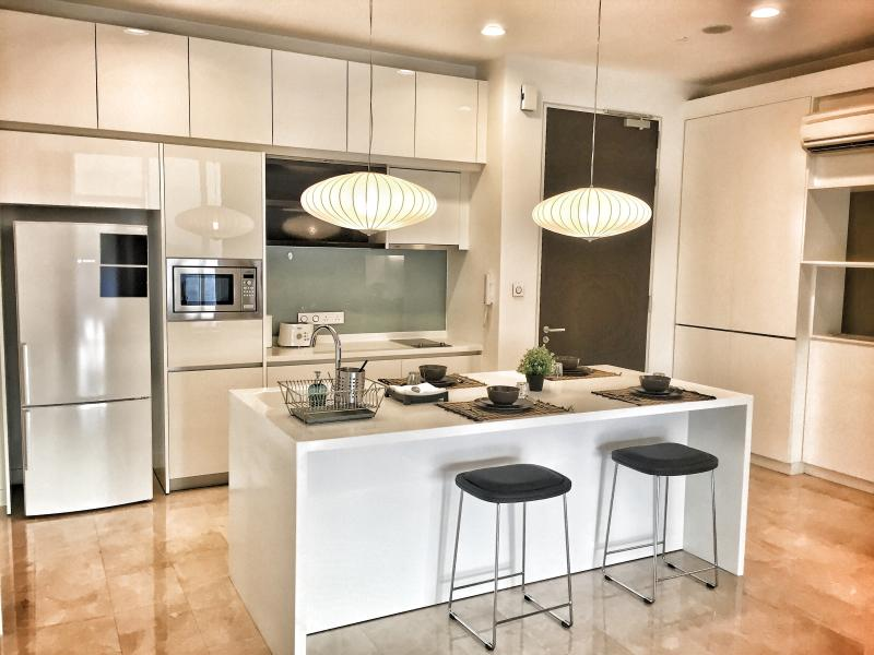 Full amenities kitchen and dining