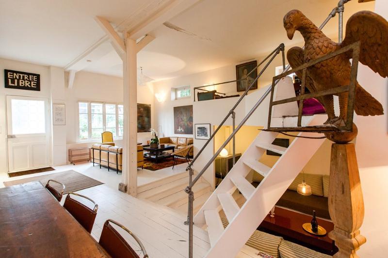 Montmartre Loft-House MAISON ANTOINETTE 4 bedroom & 4 bath, alquiler vacacional en Clichy