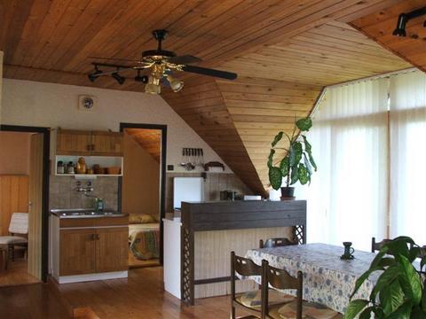 Budatava Appartemente near to the lake in the roof, casa vacanza a Veszprem