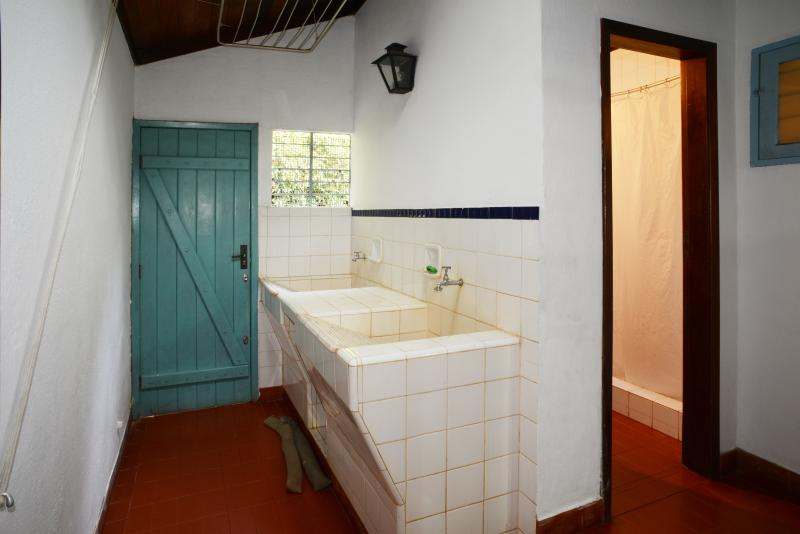 Service quarters Fully equiped pantry, kitchen domestic servant room,washing basins and bathroom