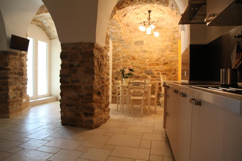 Appartamento Cantina, vacation rental in Pompeiana