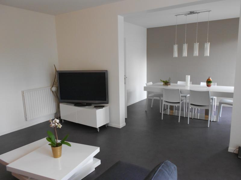 Appart 3 CH courts sejours (nuit, WE, semaine,...), holiday rental in Pau