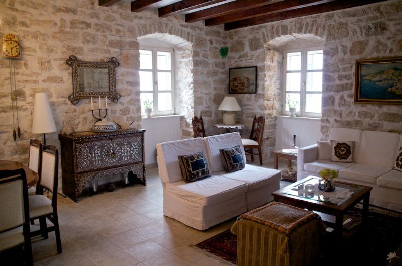 Villa Oliva Old Stone House, holiday rental in Tijesno