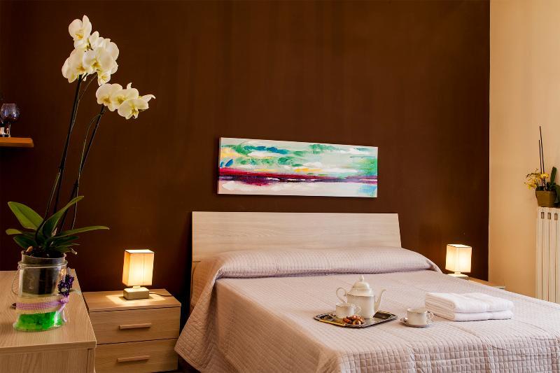L'Orchidea Luminosissima camera doppia completa di armadio, comò, TV e tutto quanto necessita per tr