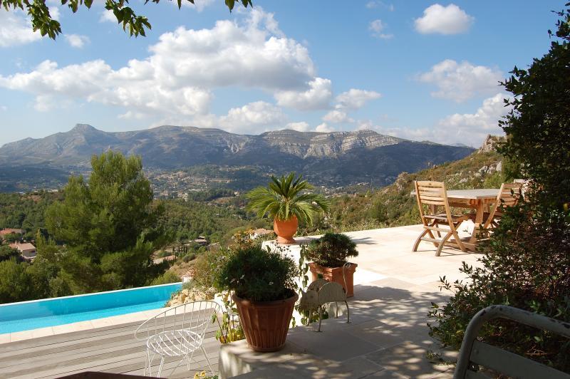 Villa 160 m2 piscine proche CASSIS AIX MARSEILLE, holiday rental in Roquevaire