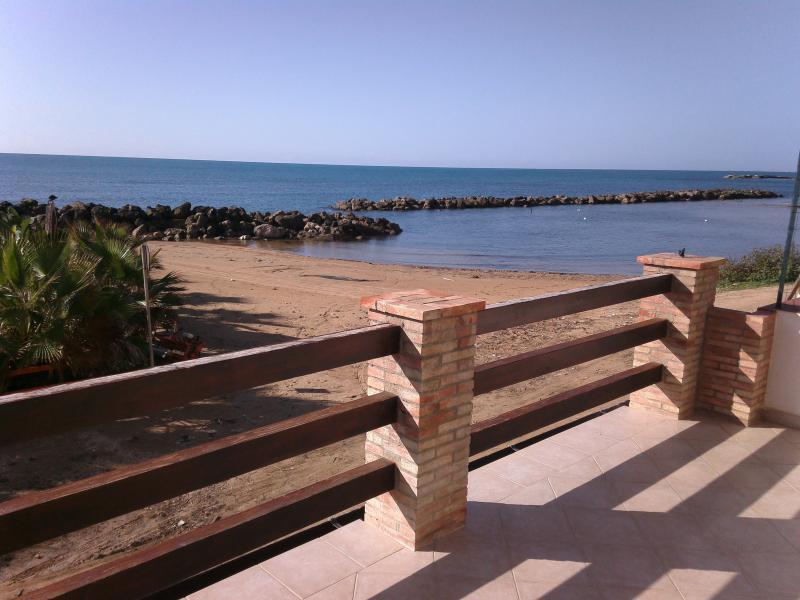 CASA SULLA SPIAGGIA, holiday rental in Marina di Palma