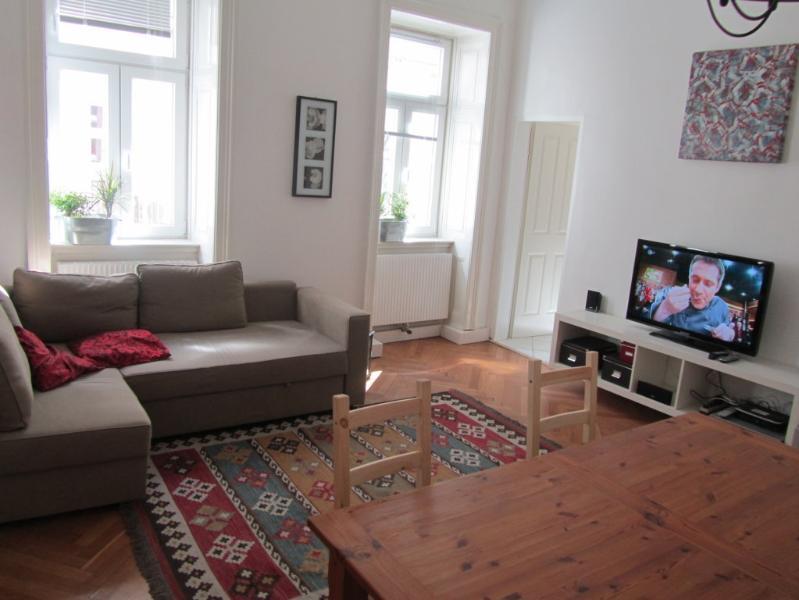 Neu! Schöne Altbauwohnung: zentral, ruhig und hell, holiday rental in Leopoldsdorf im Marchfelde