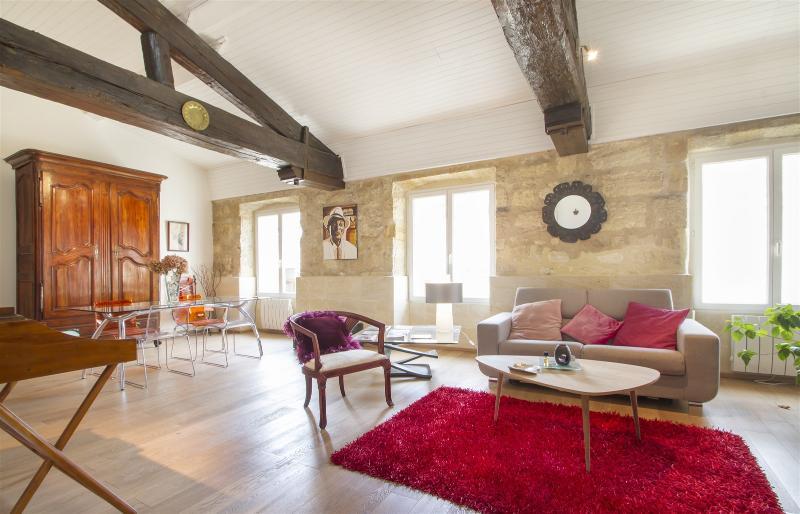 Spacieux T2 avec chambre en duplex, location de vacances à Lormont