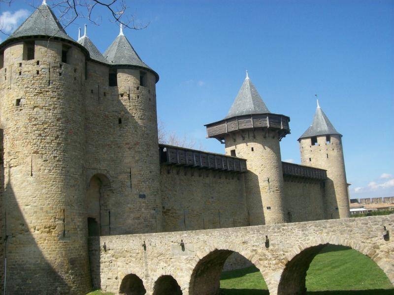 Carcassonne: village médiéval près du village de Davejean