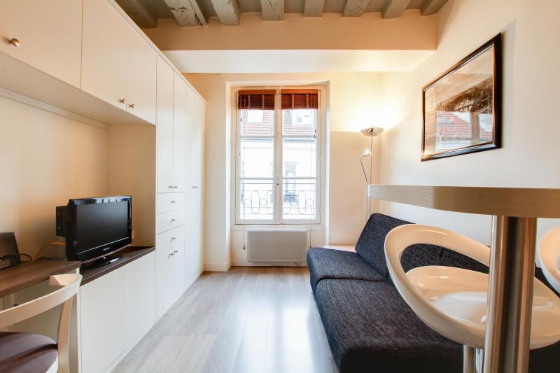 G03369 - Charming studio Le Marais, vacation rental in Paris