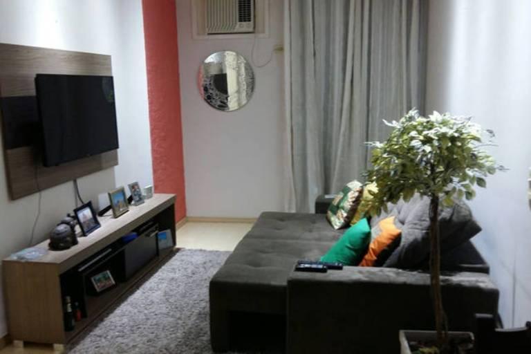 Sala de estar com sofá reversivel
