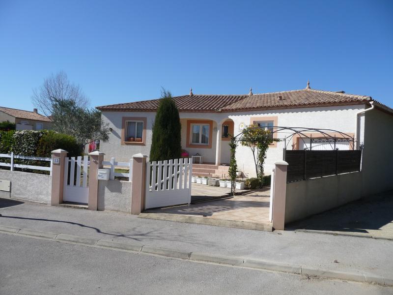 Villa 110 m2 avec piscine près de Pezenas, location de vacances à Neffiès