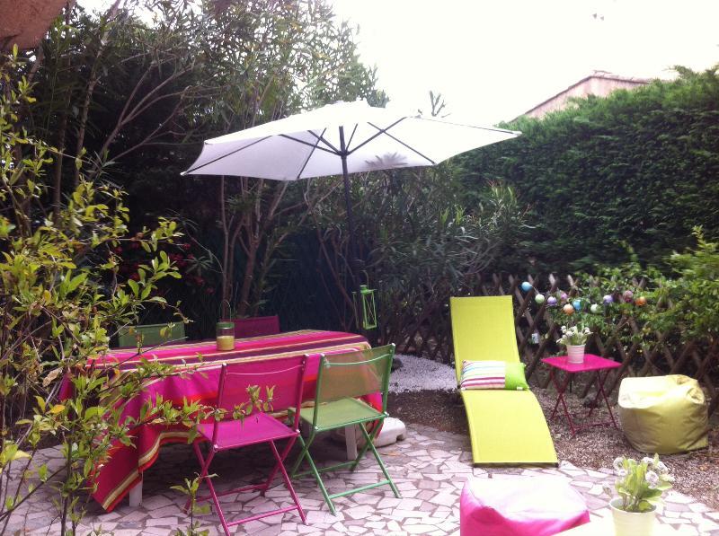 Appartement + jardin dans résidence à ste maxime, location de vacances à Plan de la Tour