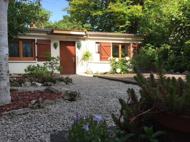 Studio indépendant à 2 pas de Paris, holiday rental in Meudon-la-Foret