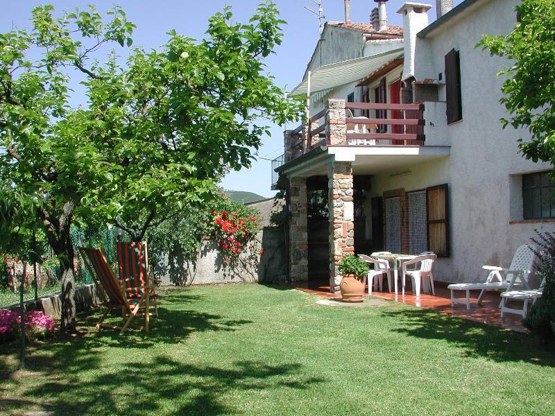 Appartamento di campagna sulle colline toscane, holiday rental in Montieri