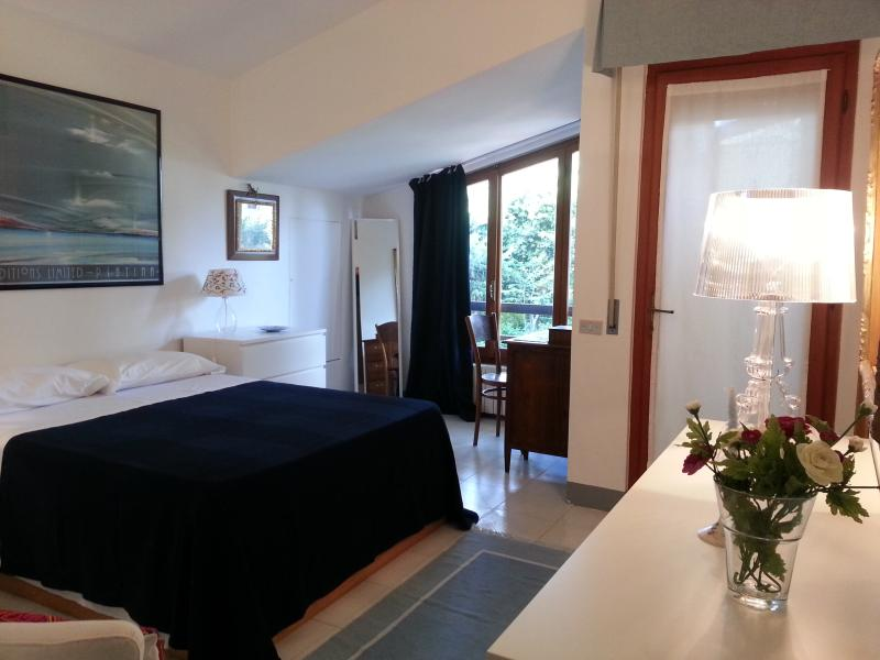 Villa Elsa: relax in giardino e mare ad 1 km, vacation rental in Castiglioncello
