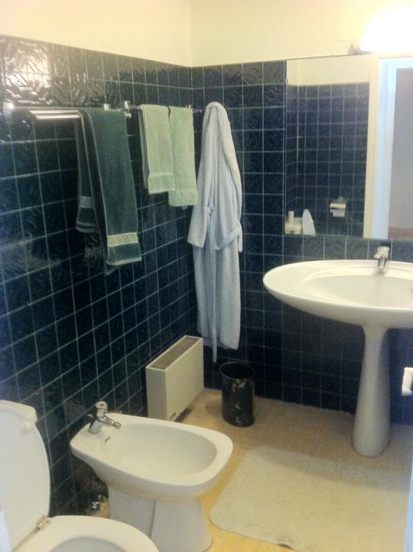 Salle de bain avec WC