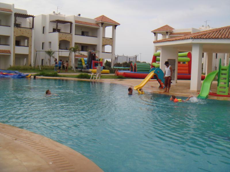 Bel appartement  sur golf et vue sur l'océan, alquiler de vacaciones en Arcila