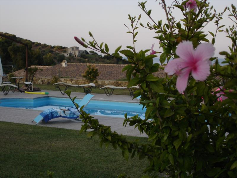VILLETTA A SCHIERA IN LOTTO DA TRE VILLETTE, holiday rental in Province of Ogliastra