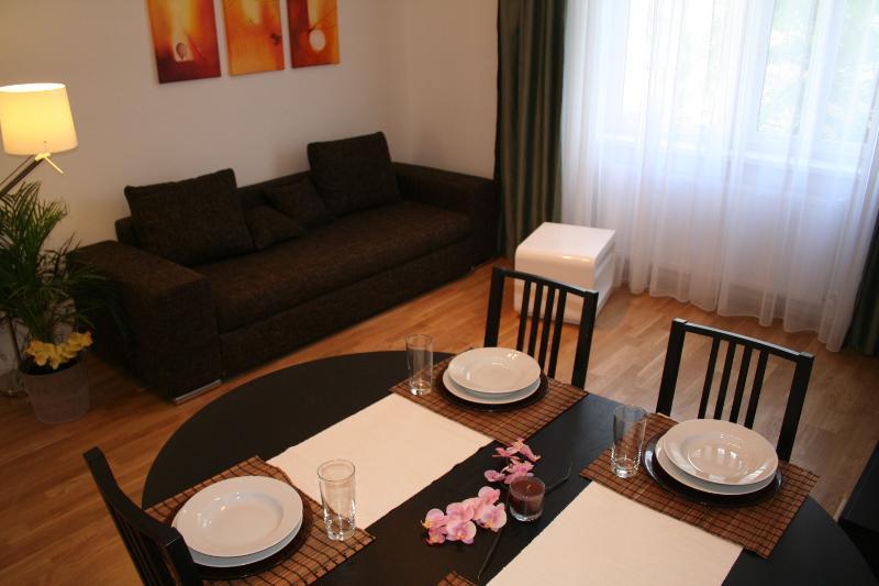 Freundliches zentrales Apartment im Grünen, holiday rental in Gerasdorf bei Wien