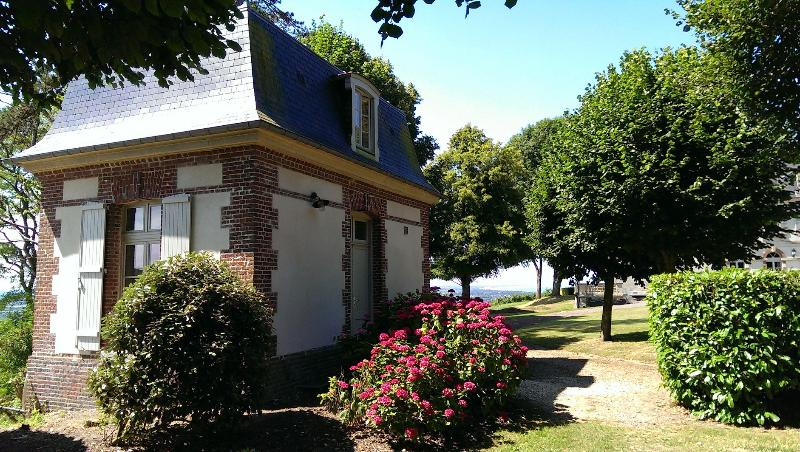 Gite proche Cabourg -  Tiny house in a 18thC property, holiday rental in Dozule