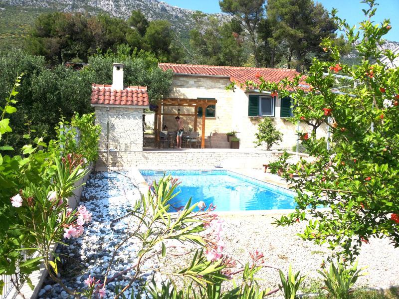 Villa Antea, Traditional Dalmatian Villa, location de vacances à Kastel Sucurac