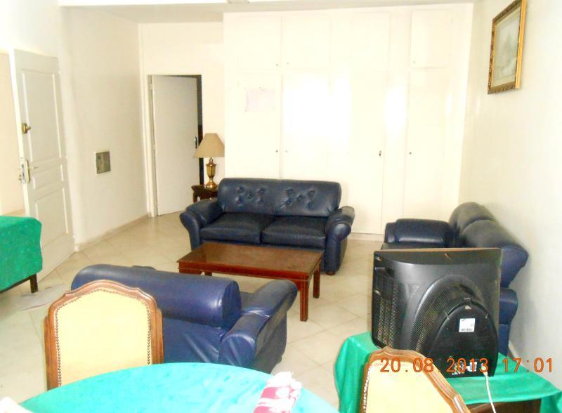 Bel appartement meublé et climatisé à Ouakam, aluguéis de temporada em Pointe des Almadies