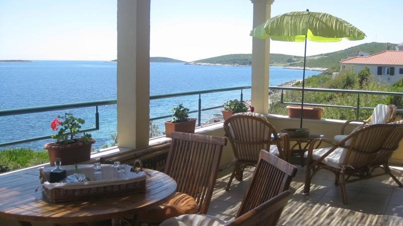 Apartment Goga, Upper, holiday rental in Vis