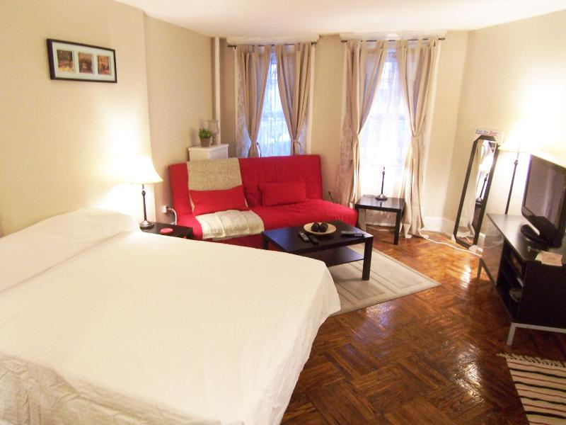 Beautiful studio by Central Park, holiday rental in New York City