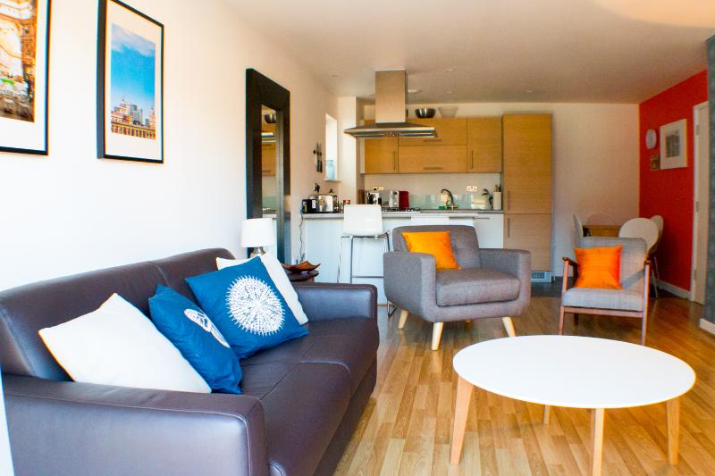 Beautiful and modern family apartment for 6 in a beautiful neighbourhood,  15 mins to Oxford Circus