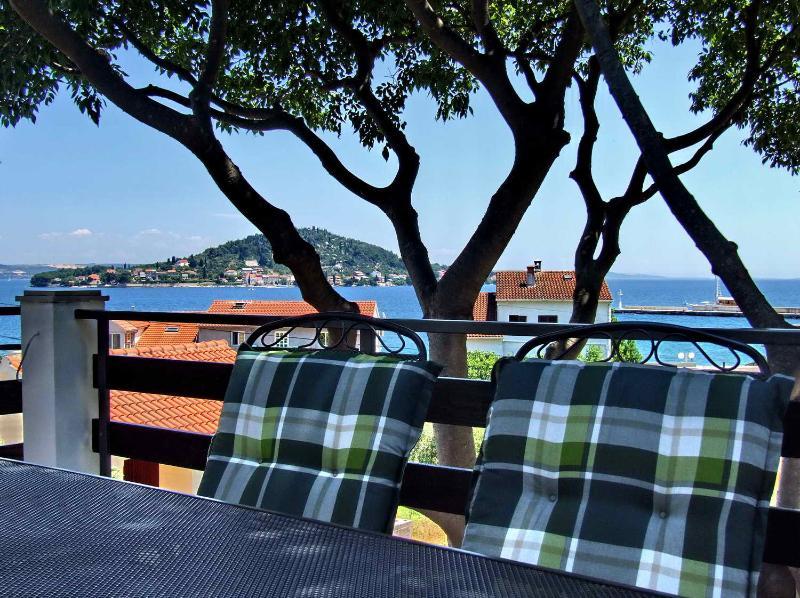 Apartments Diana, holiday rental in Preko