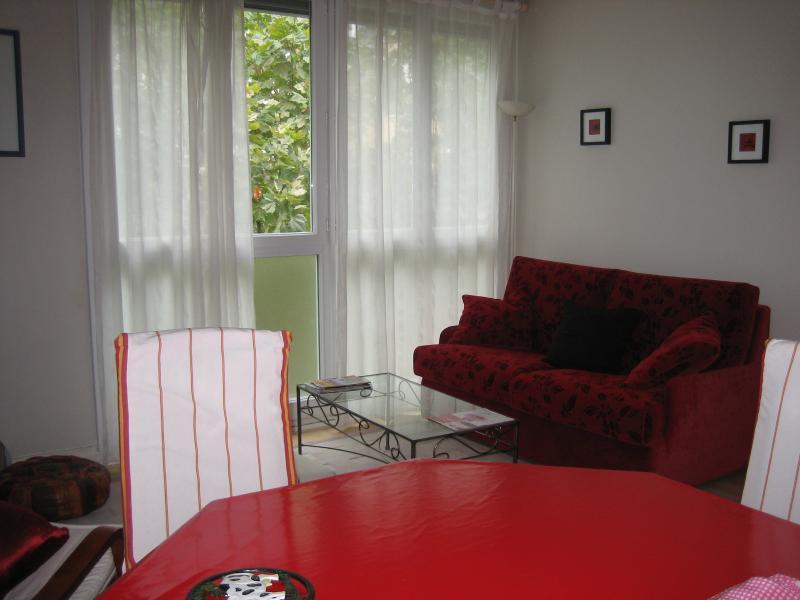 Paris 'comme chez soi' Appartement clair et tranquille.