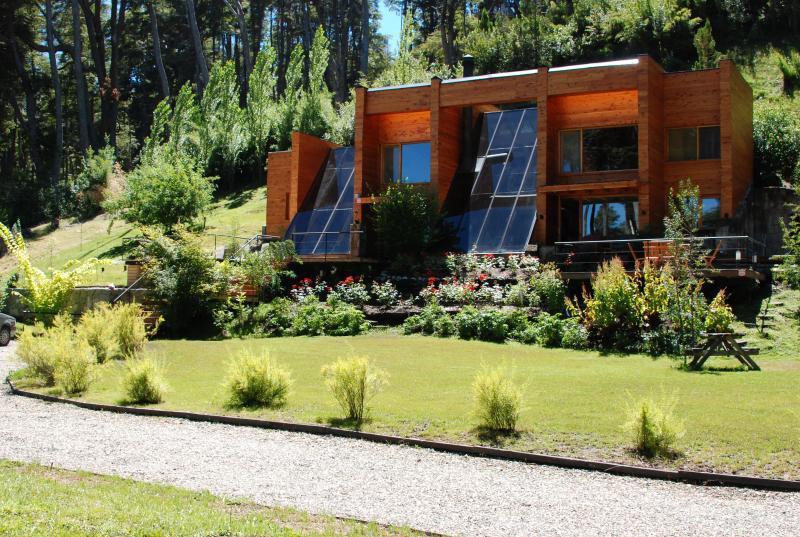 EXCELENTE CASA EN VILLA LA ANGOSTURA (Neuquen), vacation rental in Villa La Angostura